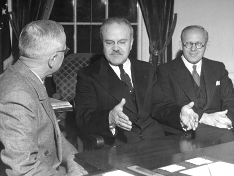 truman vs stalin Less than two weeks after taking over as president after the death of franklin d roosevelt, harry s truman gives a tongue-lashing to soviet foreign minister vyacheslav molotov.